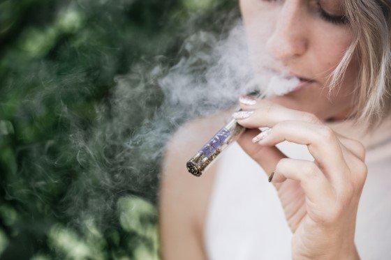novinky, drogy, účinky na mozek, nebezpečí, závislost, kouření marihuany