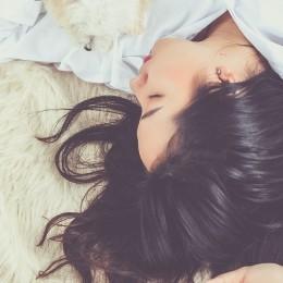 CBD (kanabidiol): Pomáhá proti nespavosti nebo kazí zdravý spánek?