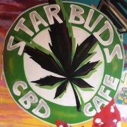 Nově otevřená britská prodejna Starbuds nabízí CBD kávu a dezerty