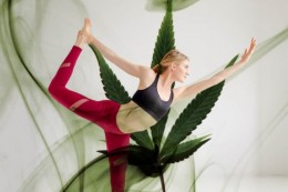 Ganja jóga: Ako kombinovať konope a jógu?